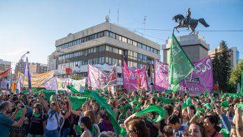 Marcha por el aborto legal frente al Monumento en Neuquén.