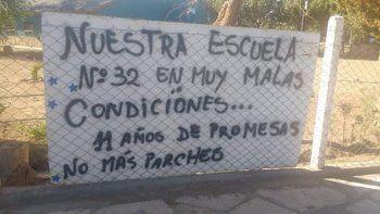 Un reclamo de la comunidad educativa de Barrancas terminó en la toma de la escuela.