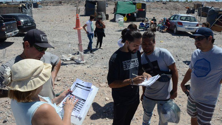 Toma Casimiro Gómez: en el primer día se relevaron más de 1000 familias