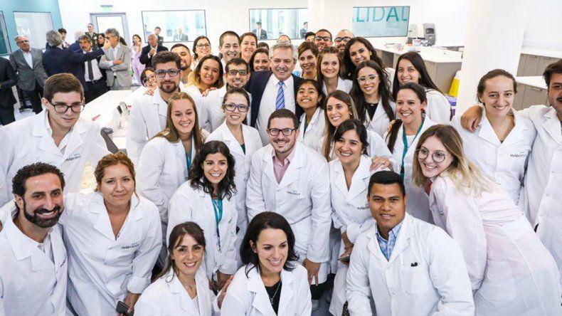 Alberto, en la inauguración de una planta de medicamentos biológicos