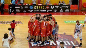 Marito con la 8 junto al equipo de Español celebrando el triunfo ante el Cervecero.