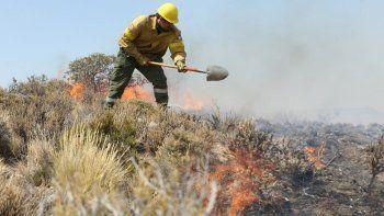 incendios a la orden por la sequia, los vientos y el calor