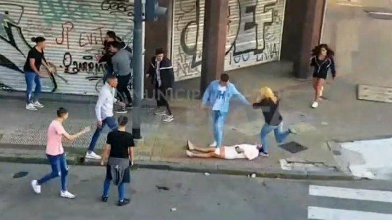 La Plata: violenta golpiza a una chica que terminó noqueada