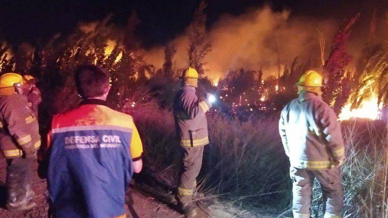 Durante 6 horas combatieron un incendio cerca del tercer puente
