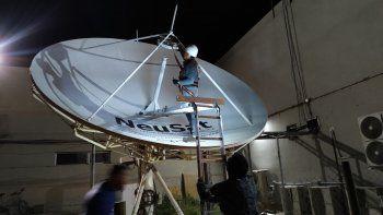 La ampliación del satélite Neusat permitirá mejorar la conectividad en las escuelas rurales.