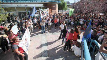 docentes reclamaron contra la intervencion de los jardines