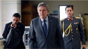 el gobierno de pinera justifica el uso de las armas en chile