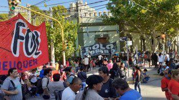 organizaciones reclamaron por trabajo en el centro neuquino