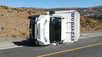 provoco el vuelco de un camion y se dio a la fuga