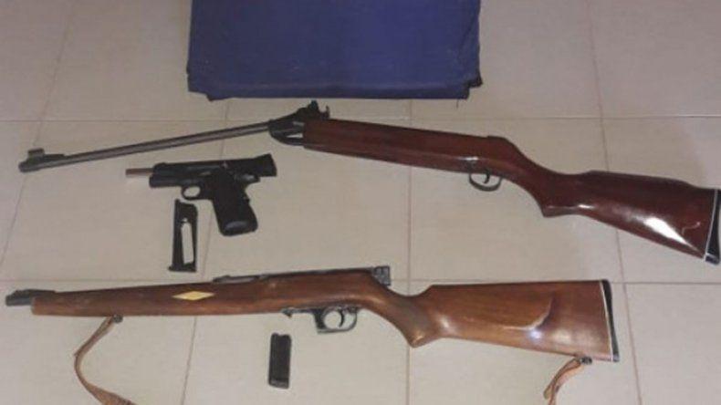 Secuestran armas, municiones y drogas en allanamiento