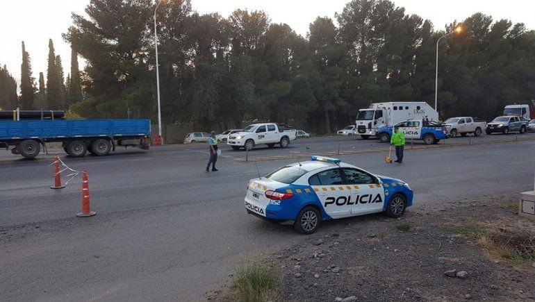 Un ciclista murió tras ser embestido por un auto sobre la Ruta 7 en Centenario