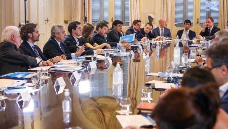El decreto lleva la firma de todo el gabinete nacional.