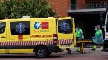 Los muertos en España siguen en aumento, pero el número de contagiados baja.