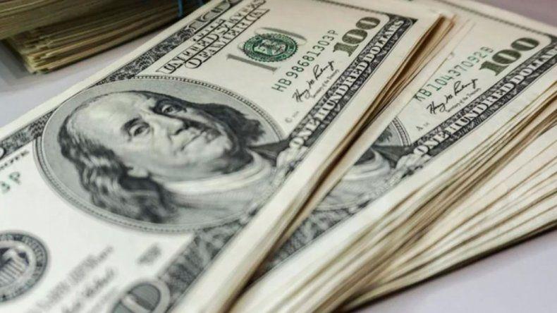 El dólar blue cotiza en baja luego del anuncio del acuerdo por la deuda.