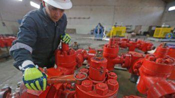 vaca muerta: pymes reclaman millonaria deuda a petroleras