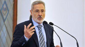 la polemica frase de un ministro: no solo traemos chetos, usamos los testeos con ellos