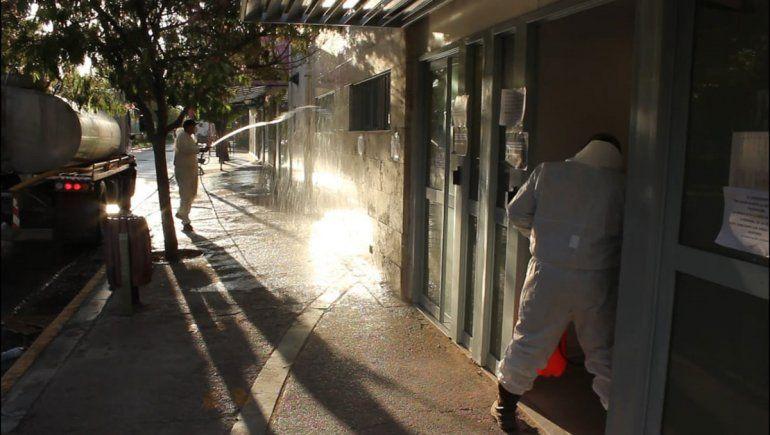 El Chañar desinfectó calles y armó un red solidaria