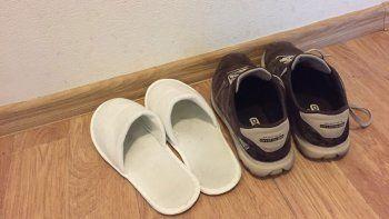 cuarentena: ¿hay que sacarse el calzado y la ropa al volver del trabajo?