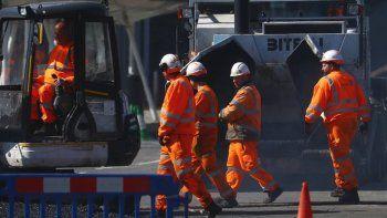 criticas al gobierno britanico por hacer trabajar a obreros