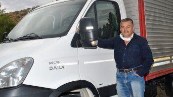 un vecino de mariano moreno puso a disposicion su camion