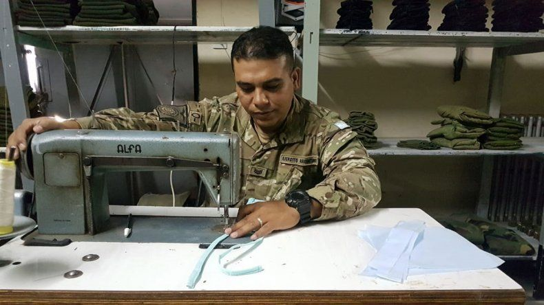 El Ejército confecciona sus propios barbijos para las operaciones