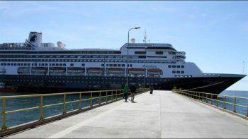 argentinos varados en un crucero que ya tiene cuatro muertos