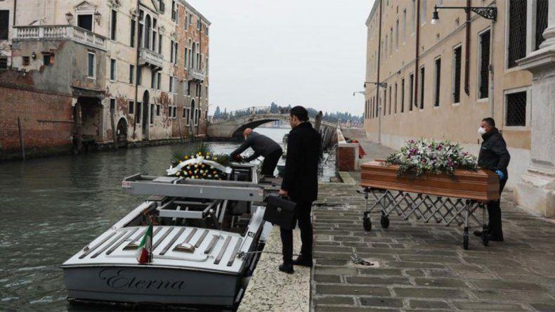 Con 756 muertes en un día, Italia confía en aplanar la curva