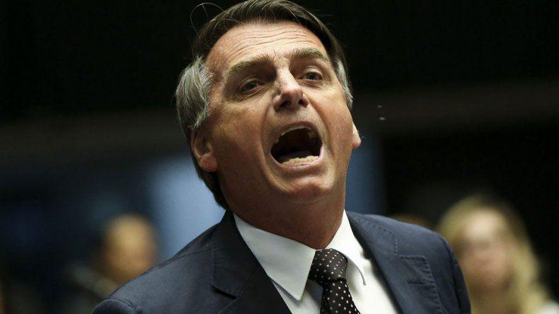 Bolsonaro se victimiza y afirma que lo quieren sacar