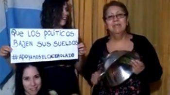 cacerolazo: neuquinos pidieron que los politicos se bajen los sueldos