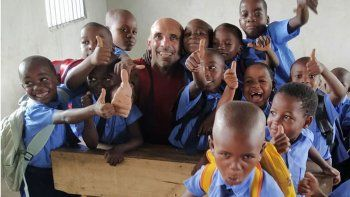 fue por un voluntariado a tanzania y regreso por el coronavirus