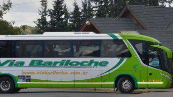 autorizaron a un centenar de turistas varados a viajar desde villa la angostura