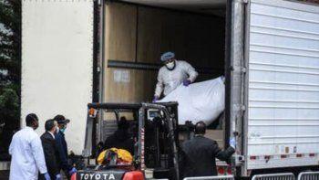 nueva york: un muerto cada seis minutos y camiones frigorificos como morgue