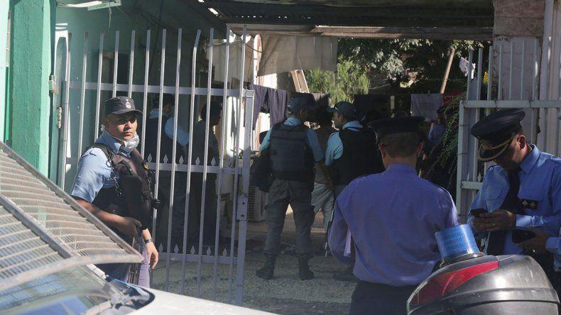 Con pelucas y barbijos, robaron $200 mil a carnicería de Centenario