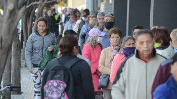 solo jubilados podran cobrar desde manana por ventanilla: mira el nuevo cronograma