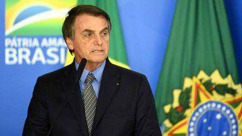 bolsonaro sigue polemico: el virus es como una lluvia