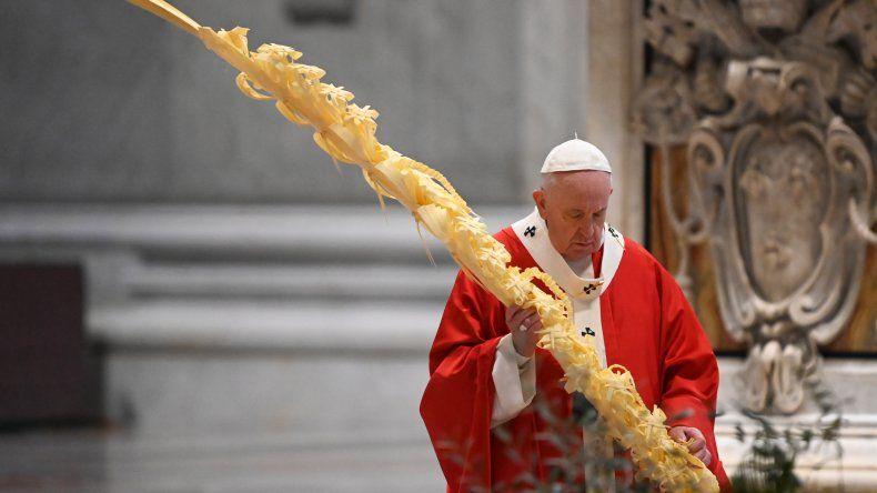 En el Domingo de Ramos, el Papa llamó a estar cerca del que sufre