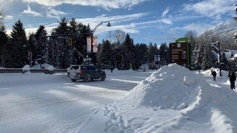 Cruce de calles en Whistler, Canadá.