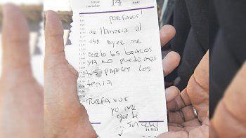 pidio auxilio con un mensaje en un papel y la rescataron: fue golpeada por su pareja