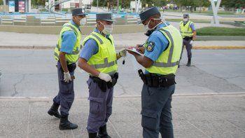 a los policias neuquinos la art les cubre covid-19