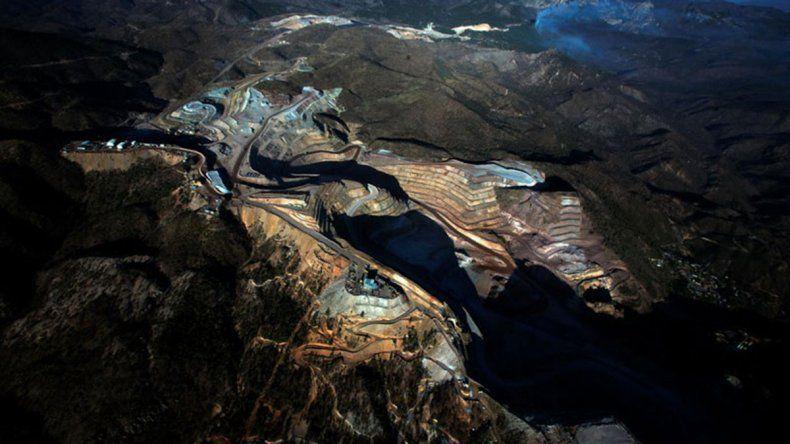 Un comando armado asaltó una mina de oro en México y huyó en una avioneta