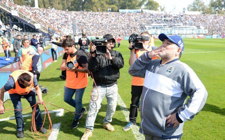 El regalo de Gimnasia a los hinchas: sigue Maradona