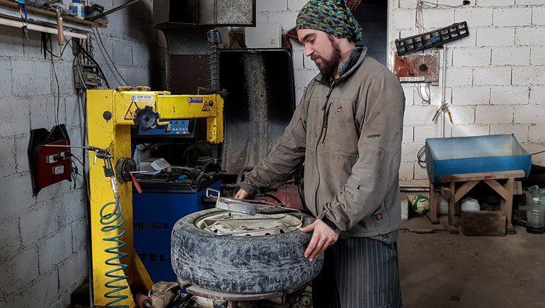 La gomería que arregla ambulancias gratis en Tierra del Fuego.