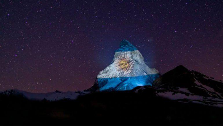 La bandera argentina fue proyectada en los alpes suizos