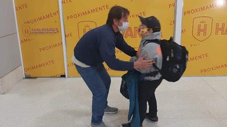 Tras la muerte de su mamá en Cutral Co, Joaquín se reencontró con su papá