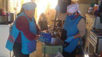 barrios de pie asiste con alimentos a 1375 personas por dia