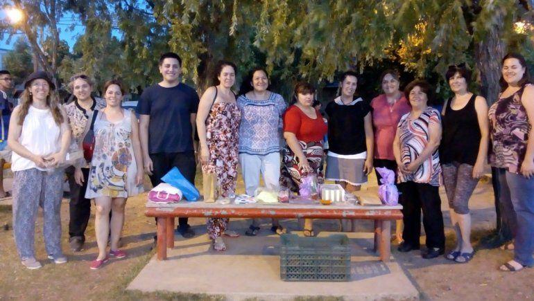 Barrio Huiliches: crearon una feria de artesanos virtual a través de Whatsapp