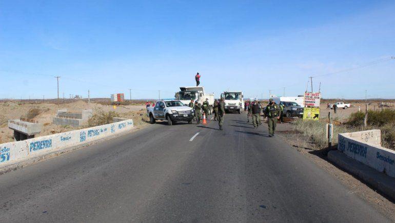 Mineros cortan la Ruta 22 a la altura de Arroyito