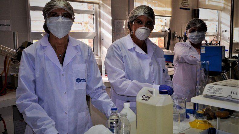 La UNCo produce 50 litros diarios de alcohol en gel