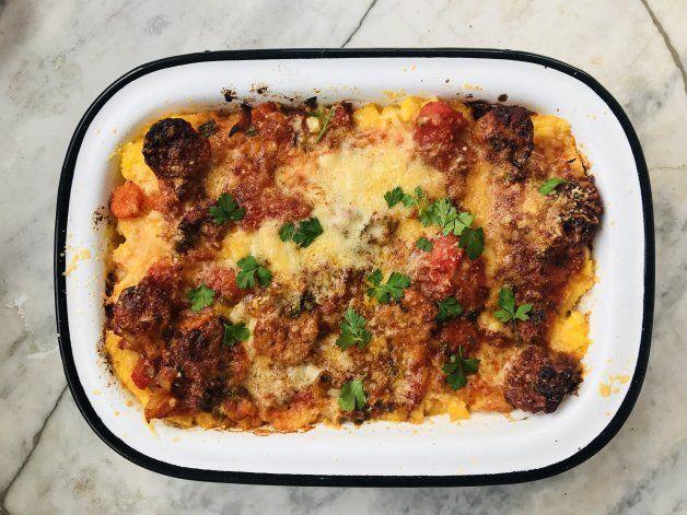 #Yomequedoencasa y cocino: receta de polenta con salsa y chorizo
