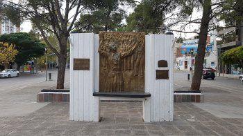 ordenanzas insolitas: eva gano y dejo a kennedy sin monumento